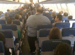 s-OBESE-MAN-ON-AMERICAN-AIRLINES-large