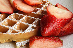 250px-Waffle_with_strawberries_and_confectioner's_sugar